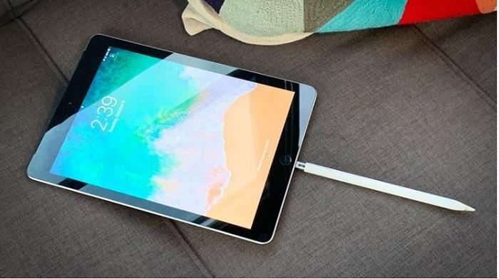 Cách sạc bút stylus Apple Pencil đầu tiên là cắm bút trực tiếp vào iPad