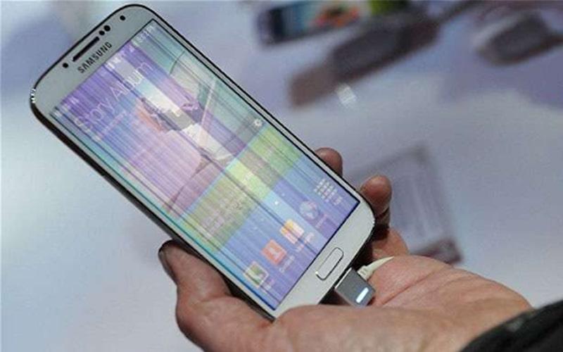 Màn hình Samsung xuất hiện nhiều sọc gây khó chịu khi sử dụng